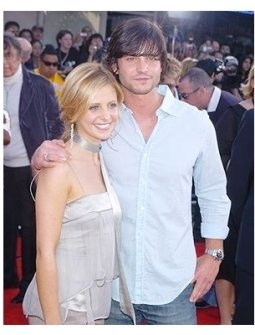 "Sarah Michelle Gellar and Jason Behr at the ""Spider-Man 2"" Premiere"