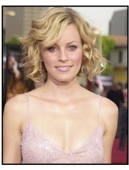 "Elizabeth Banks at the ""Seabiscuit"" premiere"