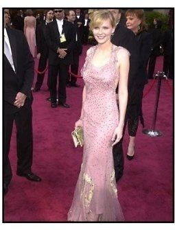 Academy Awards 2002 Fashion: Kirsten Dunst