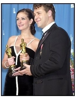 Julia Roberts and Russell Crowe backstage at the 2001 Academy Awards