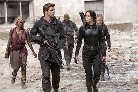 The Hunger Games: Mockingjay, Jennifer Lawrence, Liam Hemsworth