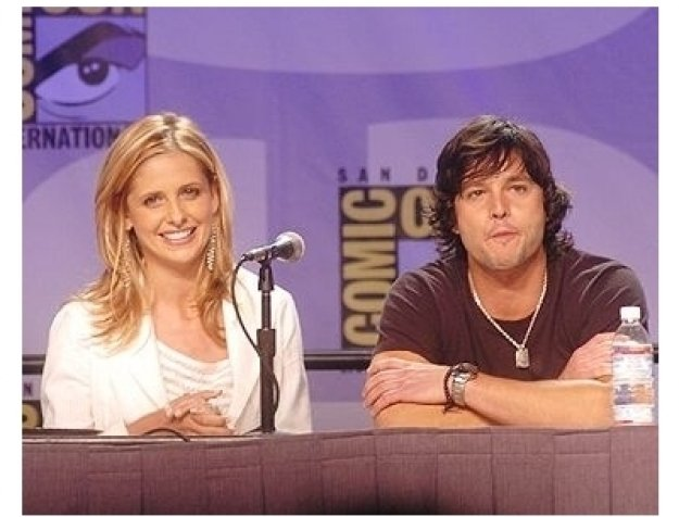 Sarah Michelle Gellar and Jason Behr at Comic-Con 2004