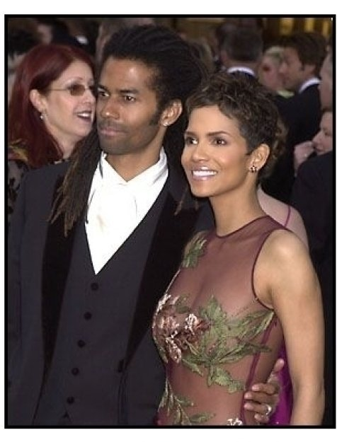 Halle Berry and Eric Benet at the 2002 Academy Awards